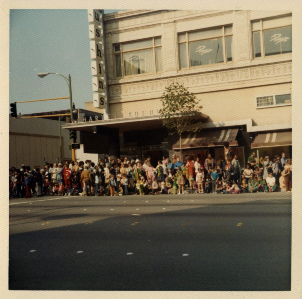 Crowd gathers at corner of 19th and Broadway in downtown Oakland awaiting As 1972 vicotry parade